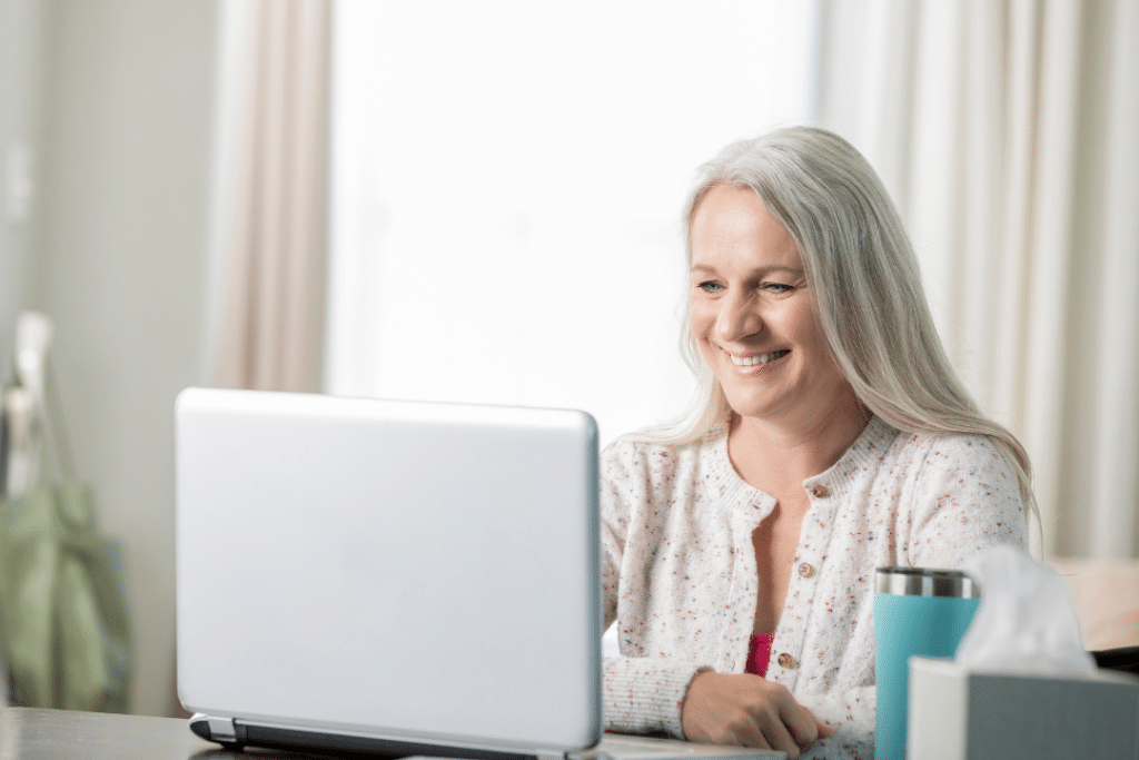 registered dietitian and lactation consultant consulting mom on a computer