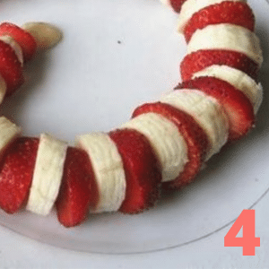 Step 4 For a curved snake, place alternating slices of fruit on a plate
