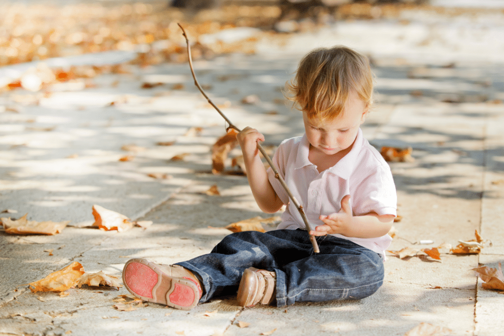 toddler playing in dirt a good way to have a healthy microbiome